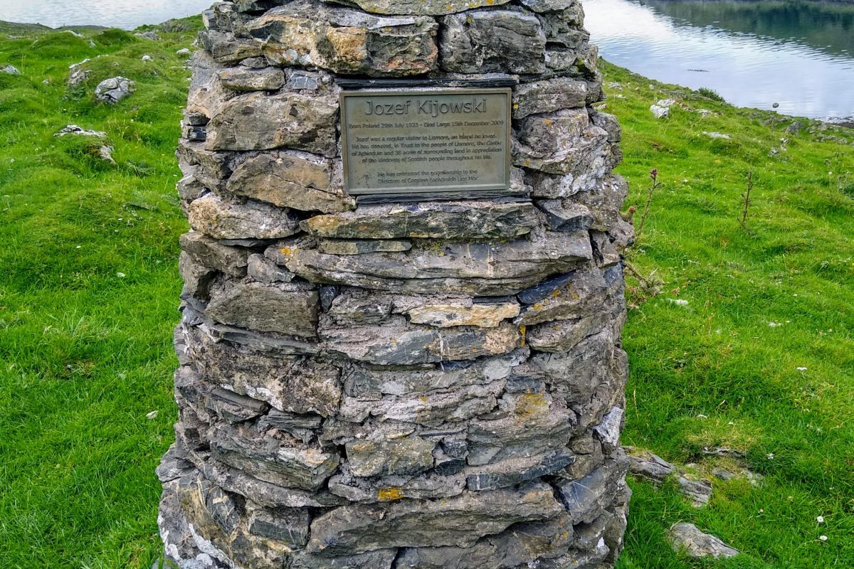 Photo from walk: Memorial Cairn